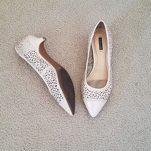 Bone perforated kitten heel pumps